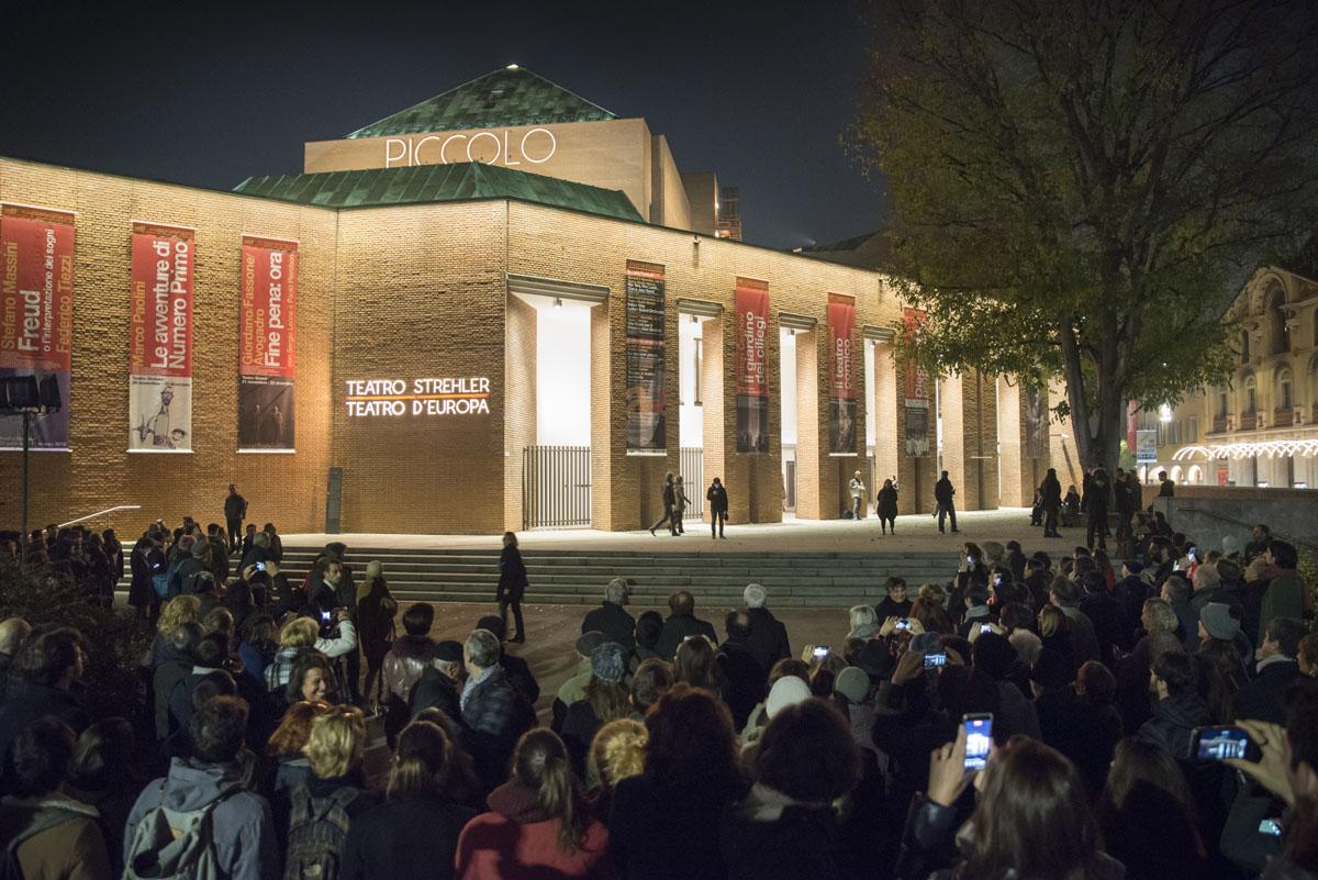 Inaugurata la nuova illuminazione esterna del teatro strehler