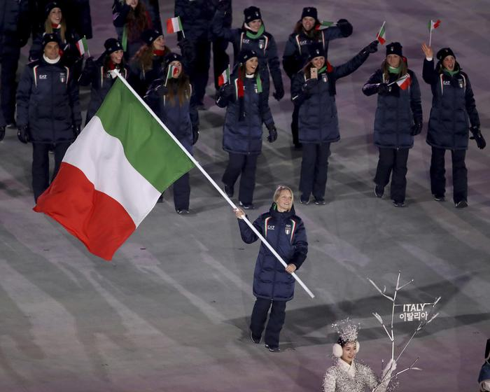 Giochi: Fontana alfiere e entra Italia, applausi