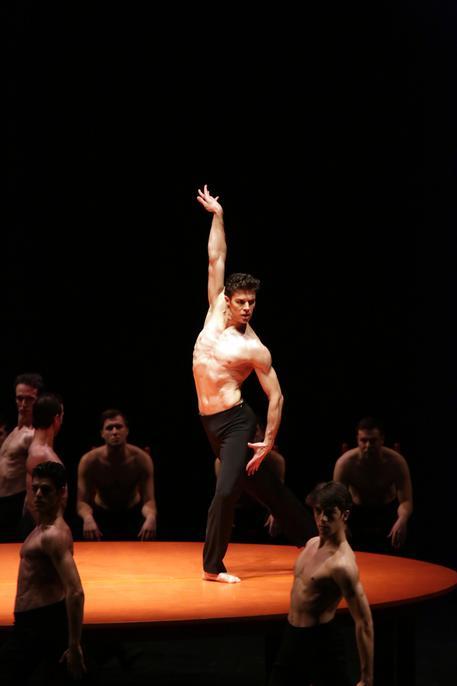 Scala: la danza sensuale di Bolle, successo per Boléro