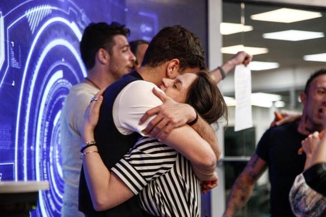 Filippo e Lucia abbraccio