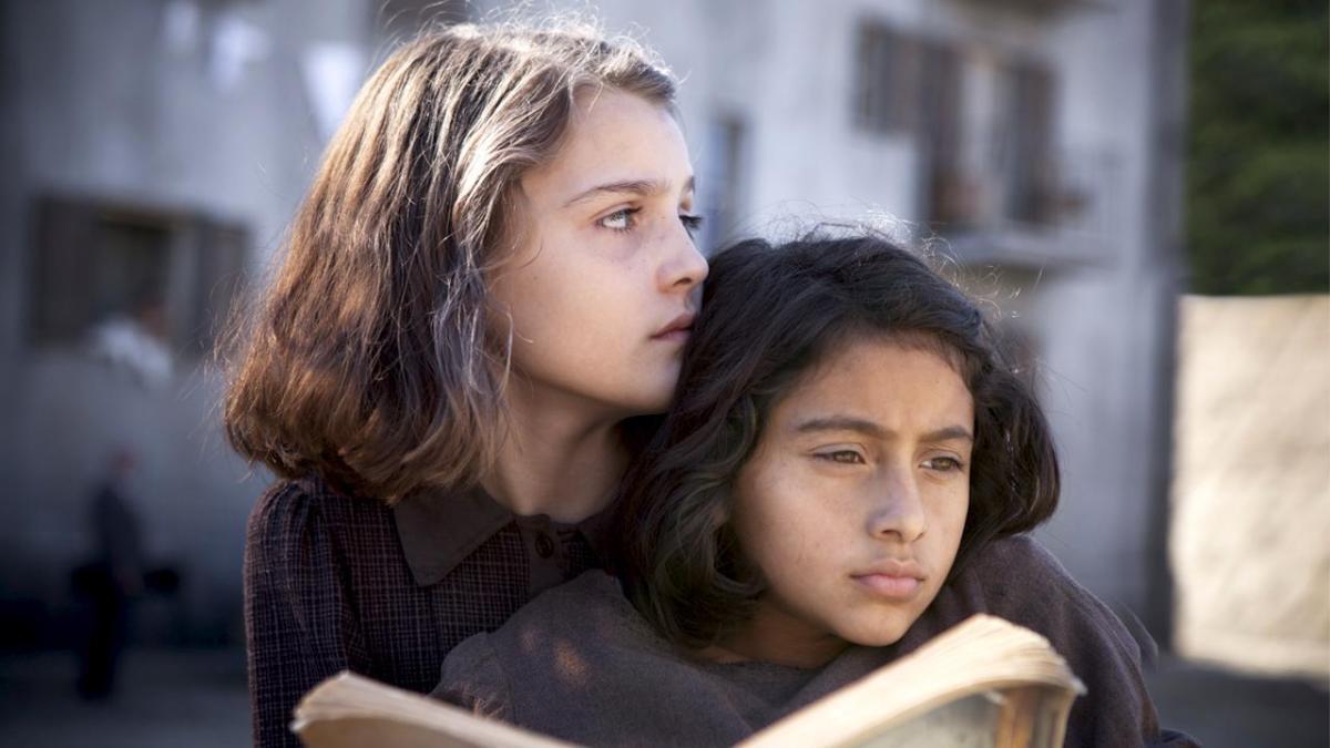 """A """"Speciale Tg1"""", in onda domenica a mezzanotte su Rai1, un ritratto unico delle due giovani protagoniste della serie """"L'Amica geniale"""""""