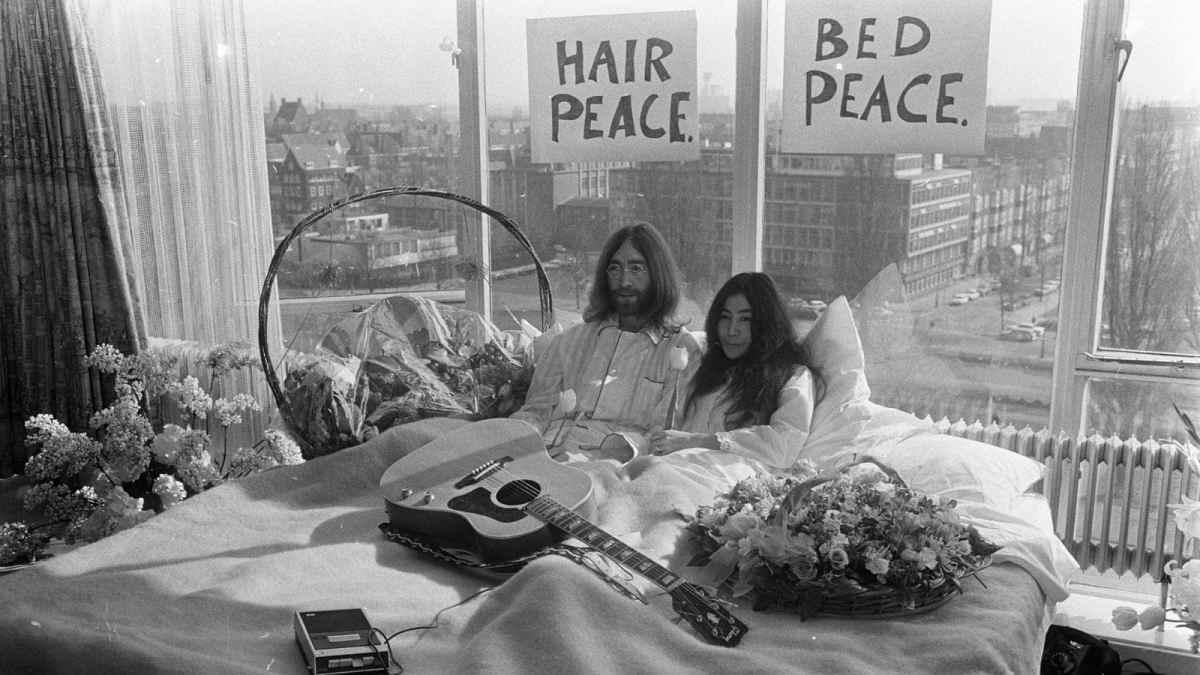 Secondo appuntamento domenica 21 aprile, alle 20.30 su Rai3 con Grande Amore, il nuovo programma condotto da Carla Signoris: La storia di John Lennon e Yoko Ono